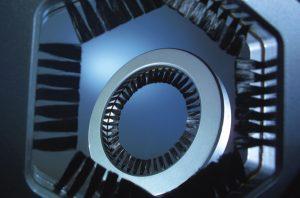 Die Antistatik-Büsten mit Carbonfaser-Besatz von Kullen-Koti werden häufig für die sanfte Entladung sensibler Oberflächen verwendet.