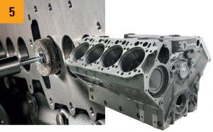 Reinigen von Motorteilen mit Tellerbürsten und Innenbürsten von Kullen-Koti