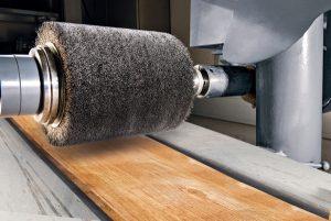 Dreischichtplatte altholz: Holzbalken bürsten